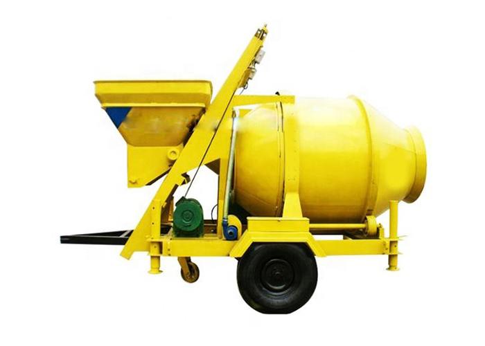 Mobile hydraulic concrete mixer